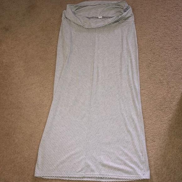 ce5166d9ed1ac Old Navy Maternity Maxi Skirt. M_5babb63fa31c3312dcd6c688